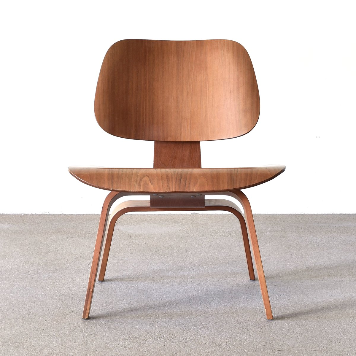 American lcw walnut lounge chair by charles ray eames for herman miller - Herman miller chair eames ...