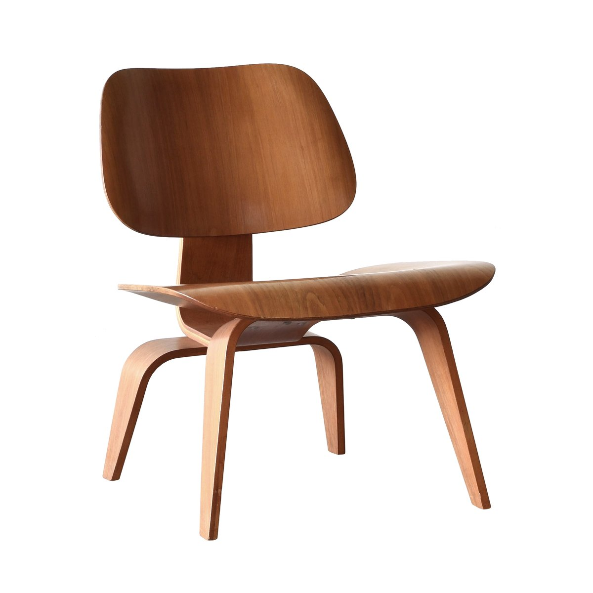 American lcw walnut lounge chair by charles ray eames for Design eames