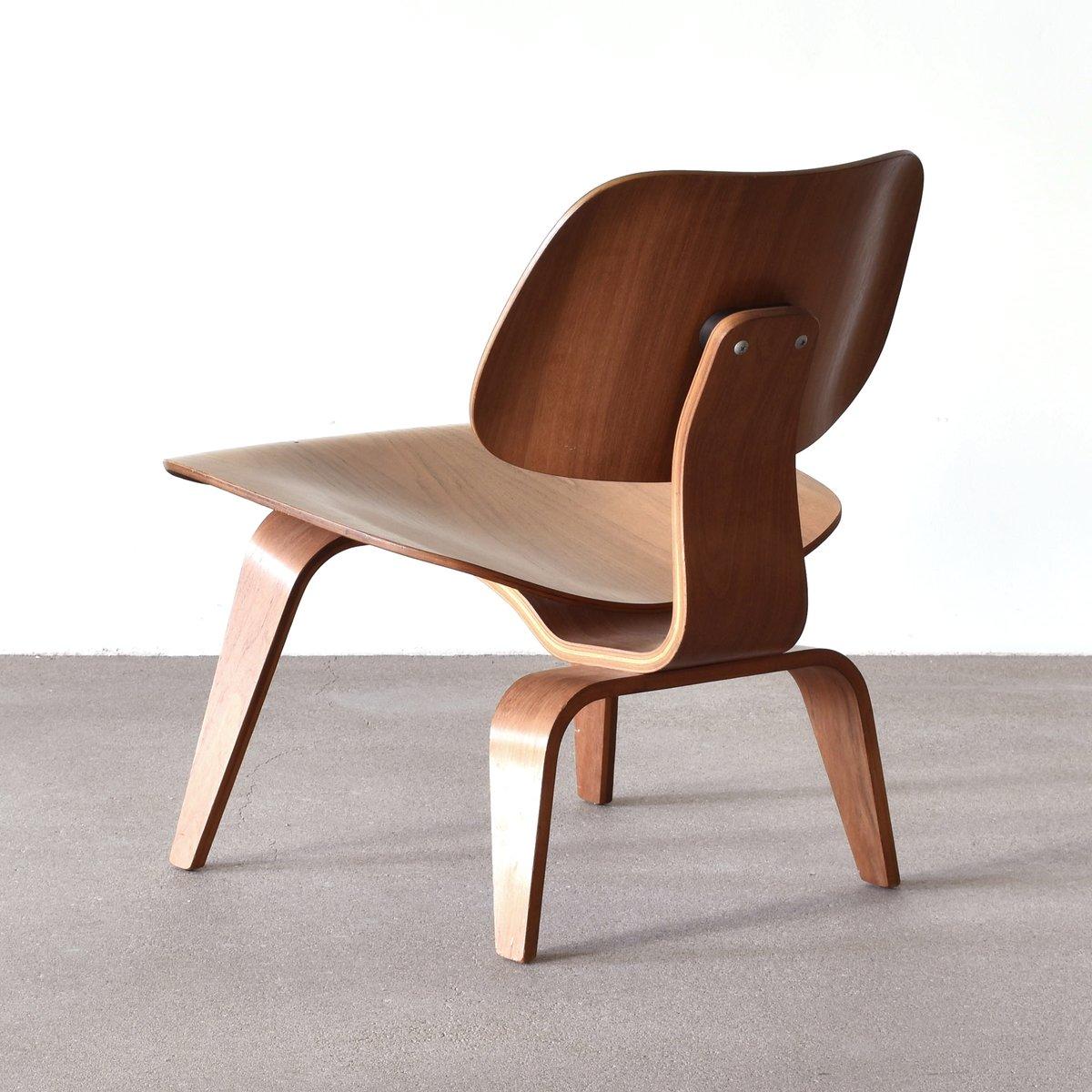 amerikanischer lcw nussholz lounge stuhl von charles ray eames f r herman miller 1953 bei. Black Bedroom Furniture Sets. Home Design Ideas