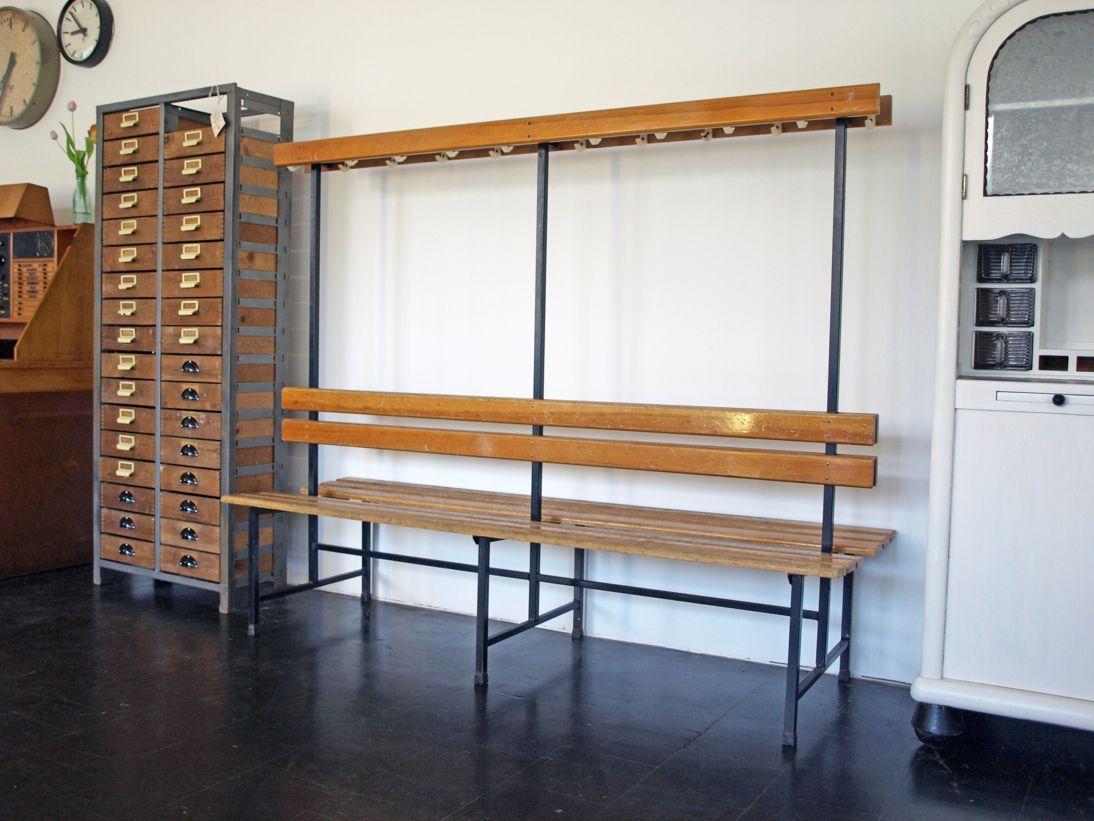 banc de vestiaire d 39 ecole mid century avec porte manteau allemagne en vente sur pamono. Black Bedroom Furniture Sets. Home Design Ideas