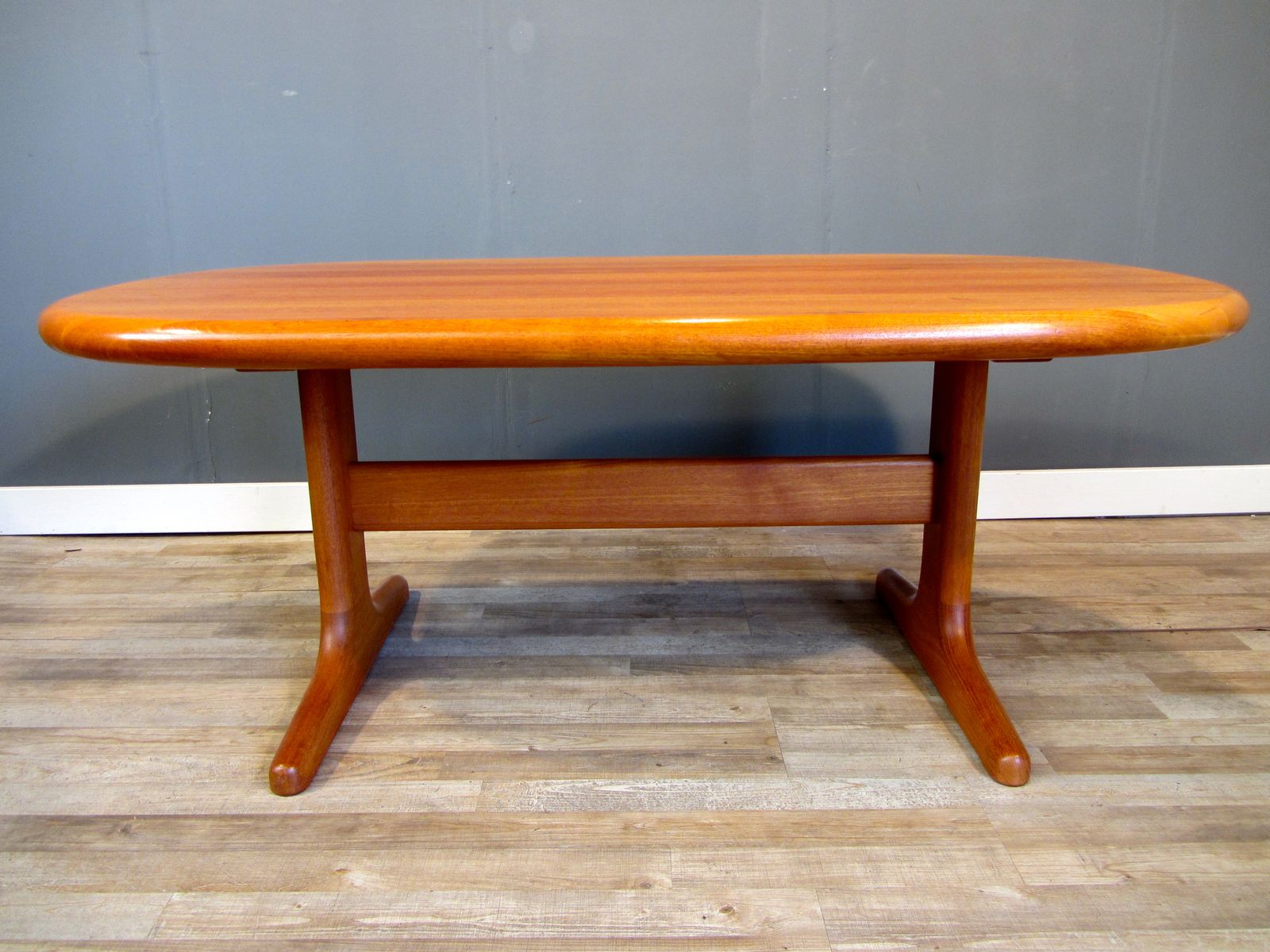 Mid century solid teak coffee table from glostrup for sale at pamono geotapseo Gallery