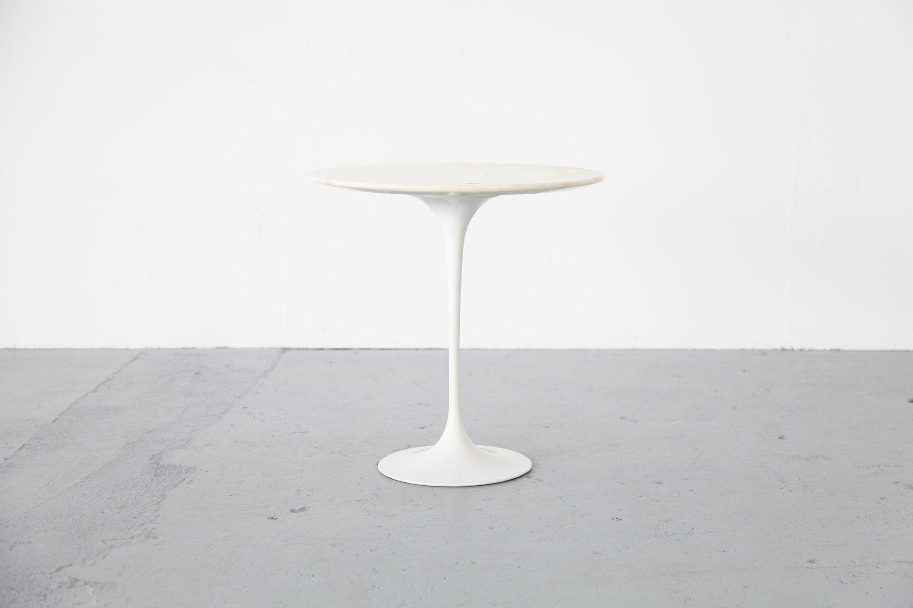 Beistelltisch mit marmorplatte von eero saarinen f r knoll for Saarinen beistelltisch marmor
