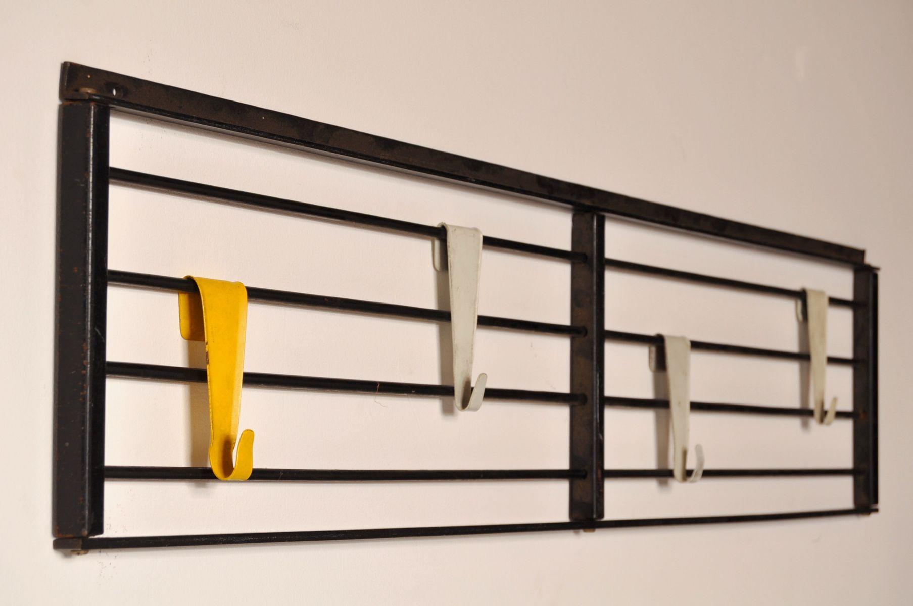 Niederl ndische garderobe aus metall mit gelben und wei en for Garderobe englisch