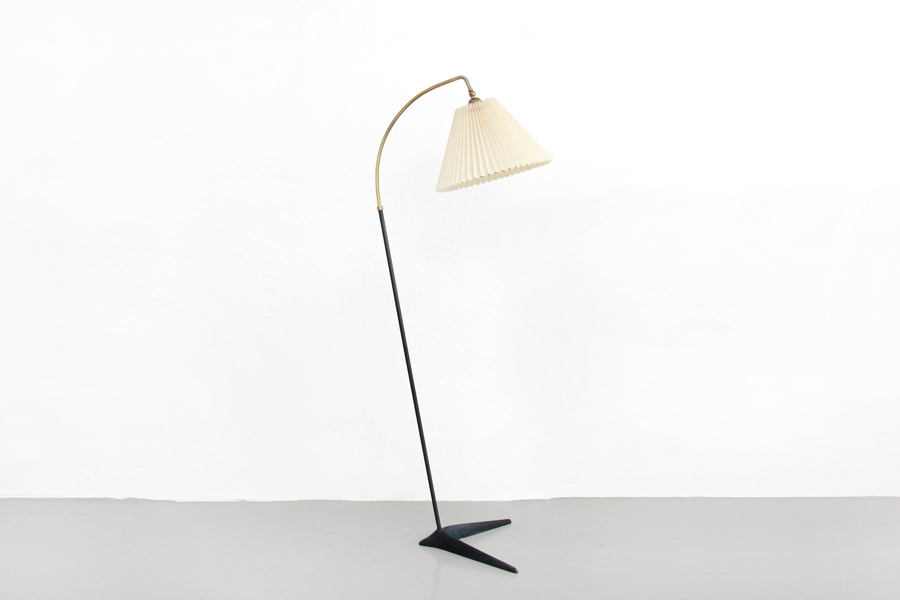 danish standing lamp with le klint shade by svend aage. Black Bedroom Furniture Sets. Home Design Ideas