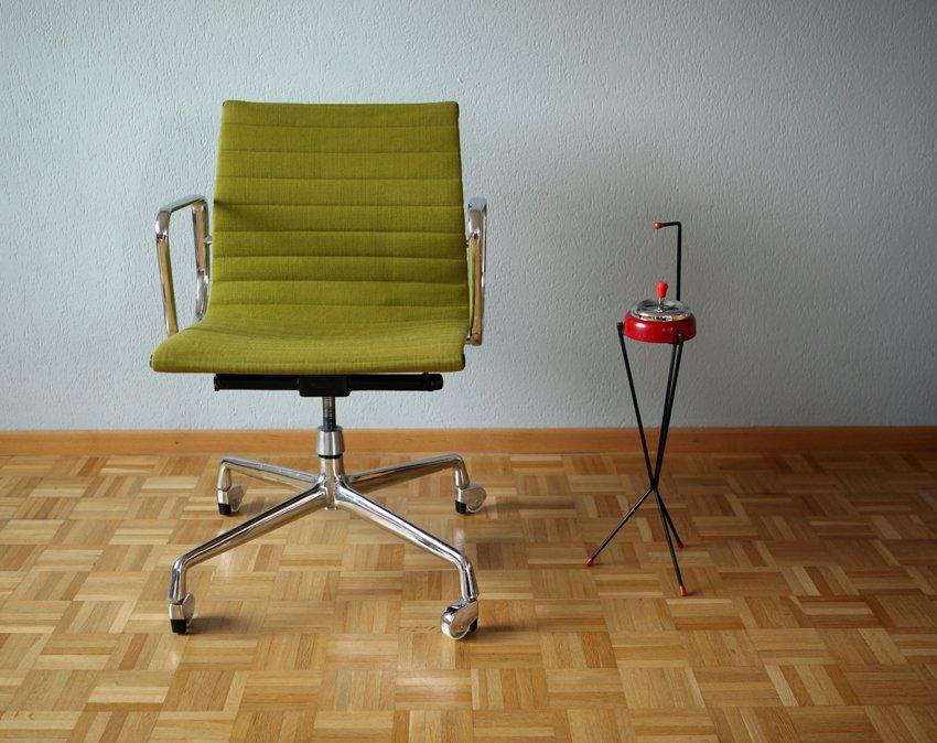 amerikanischer ea 117 aluminium stuhl von charles ray eames f r herman miller bei pamono kaufen. Black Bedroom Furniture Sets. Home Design Ideas