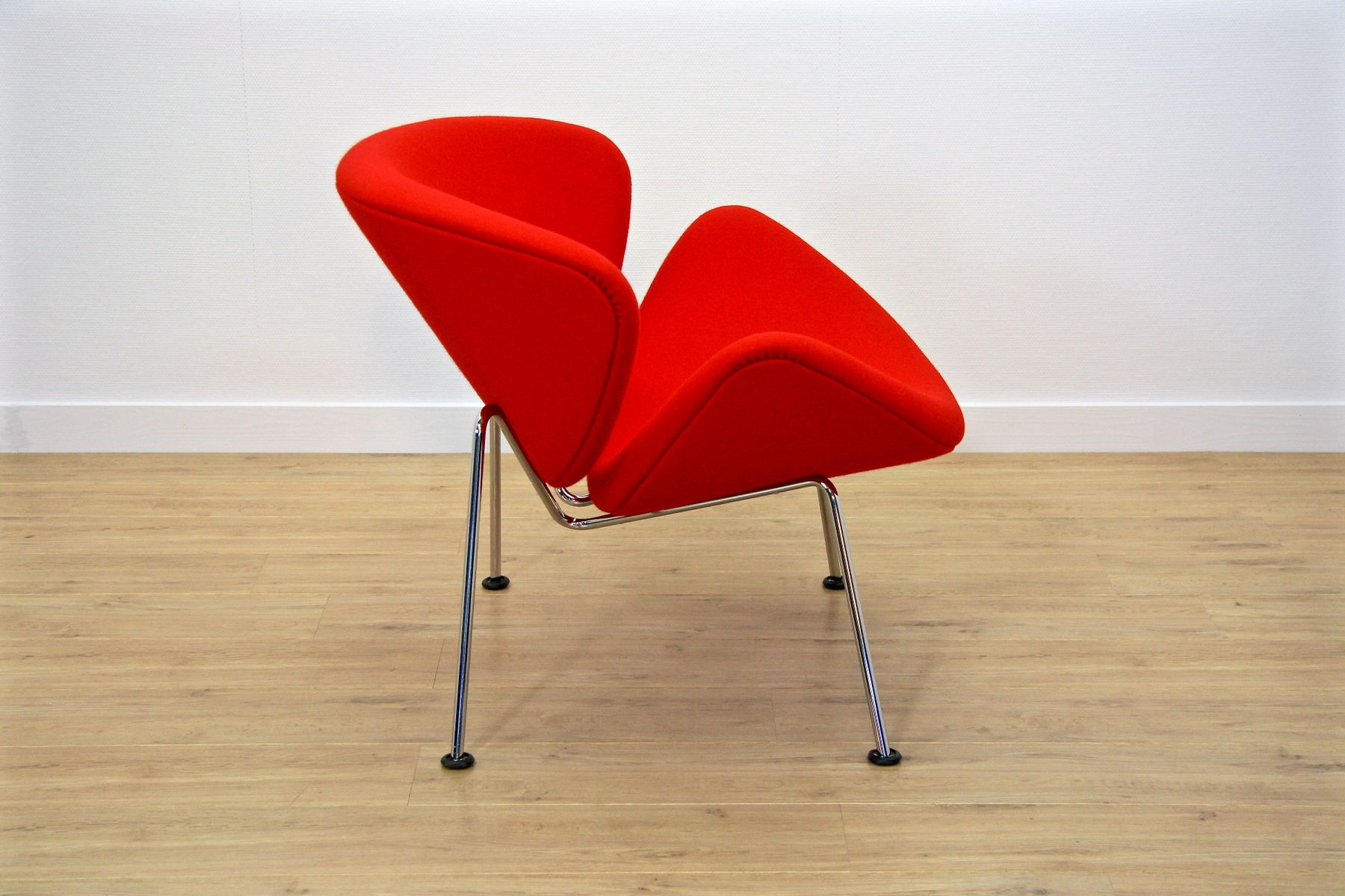 Red f437 orange slice chair by pierre paulin for artifort for 1980s chair