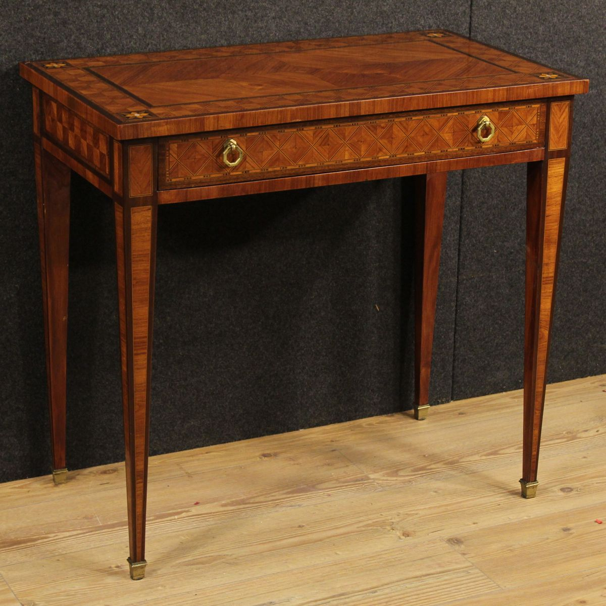 niedriger italienischer tisch mit holz intarsien 1890er bei pamono kaufen. Black Bedroom Furniture Sets. Home Design Ideas