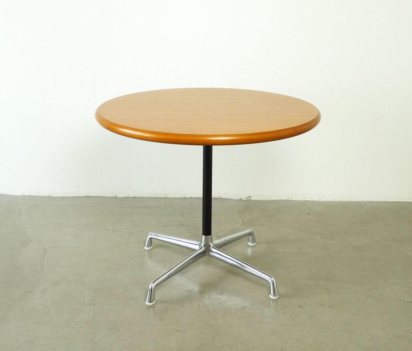 Contract table by charles ray eames for herman miller for Table charles eames