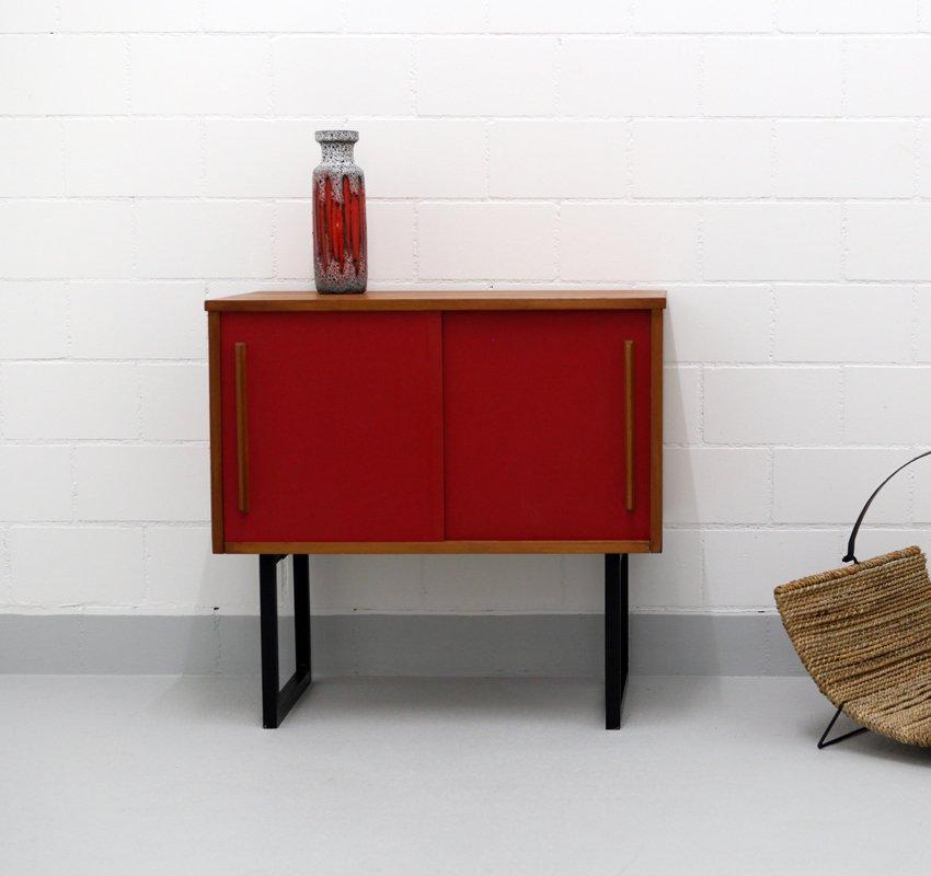 kleines schweizer sideboard mit schiebet ren 1960er bei pamono kaufen. Black Bedroom Furniture Sets. Home Design Ideas