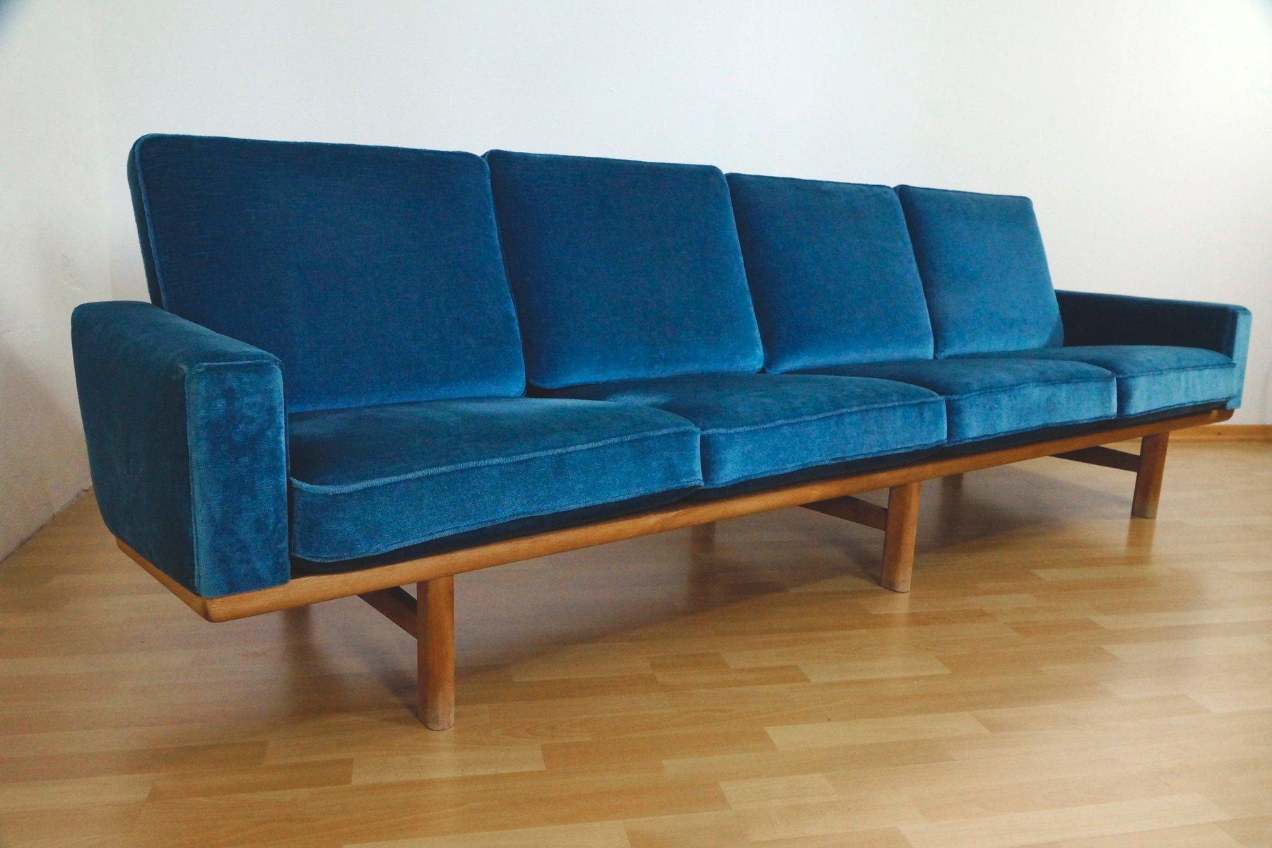 vier sitzer sofa aus eichenholz velours von hans j wegner f r getama 1950er bei pamono kaufen. Black Bedroom Furniture Sets. Home Design Ideas