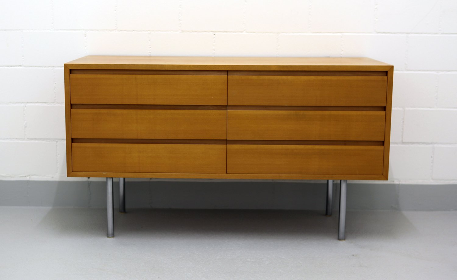 schweizer sideboard von kurt thut f r thut m bel 1953 bei pamono kaufen. Black Bedroom Furniture Sets. Home Design Ideas