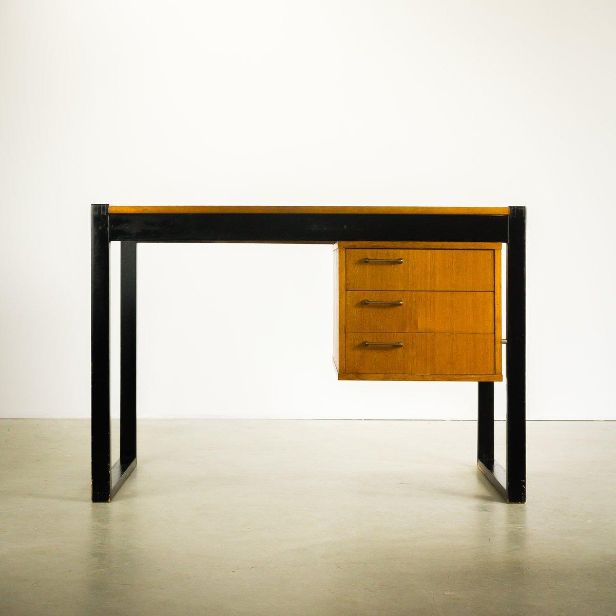 kleiner teak schreibtisch mit drei schubladen 1970er bei. Black Bedroom Furniture Sets. Home Design Ideas