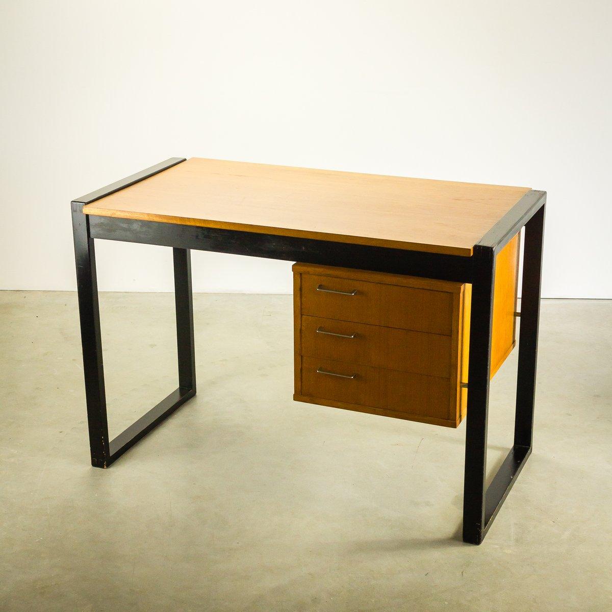 kleiner teak schreibtisch mit drei schubladen 1970er bei pamono kaufen. Black Bedroom Furniture Sets. Home Design Ideas