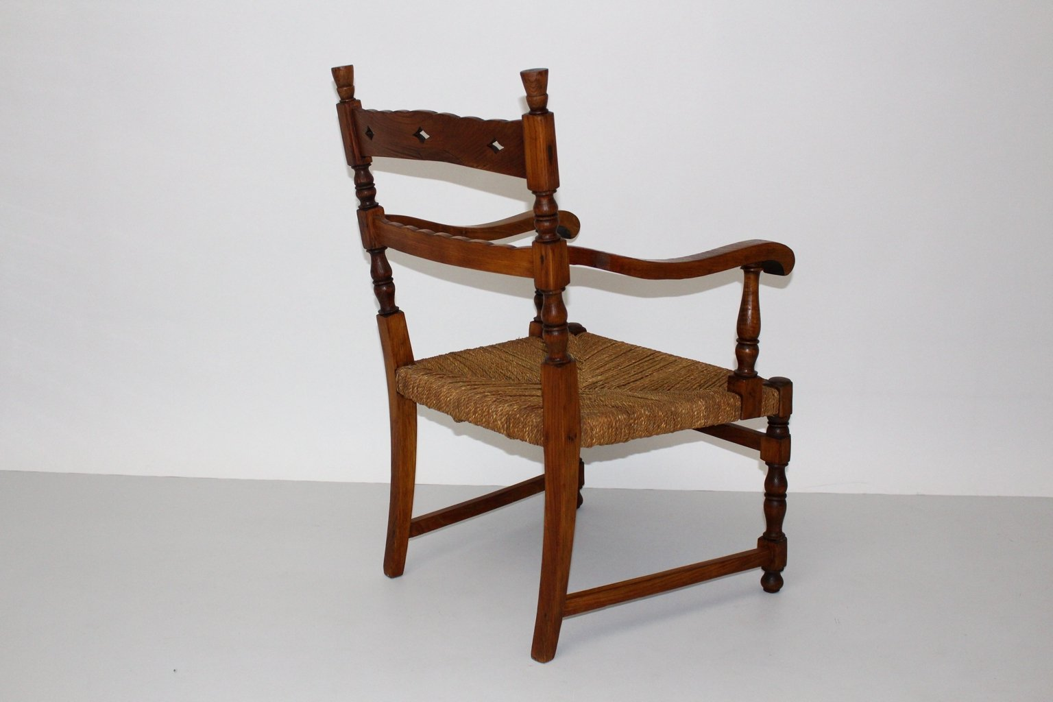 fauteuil vintage en bois de fr ne avec si ge en corde en vente sur pamono. Black Bedroom Furniture Sets. Home Design Ideas