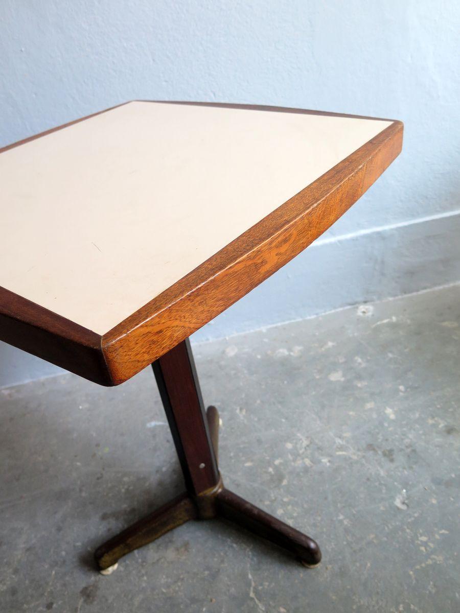 beistelltische mit tischplatten aus formica und metall. Black Bedroom Furniture Sets. Home Design Ideas