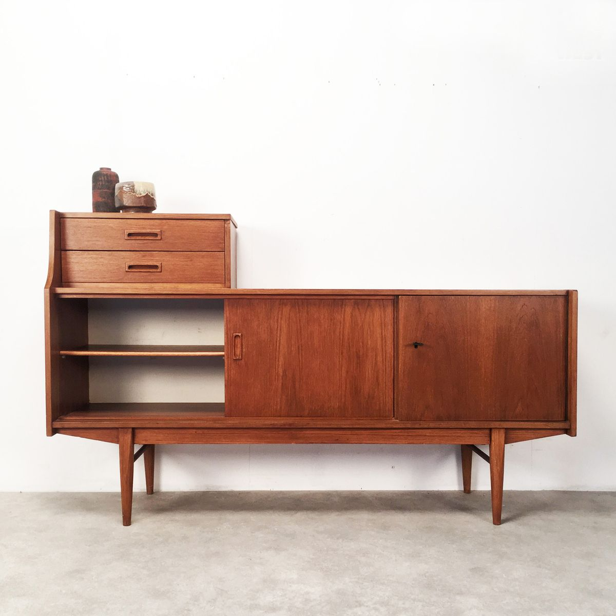skandinavisches teak sideboard mit schubladen 1960er bei. Black Bedroom Furniture Sets. Home Design Ideas