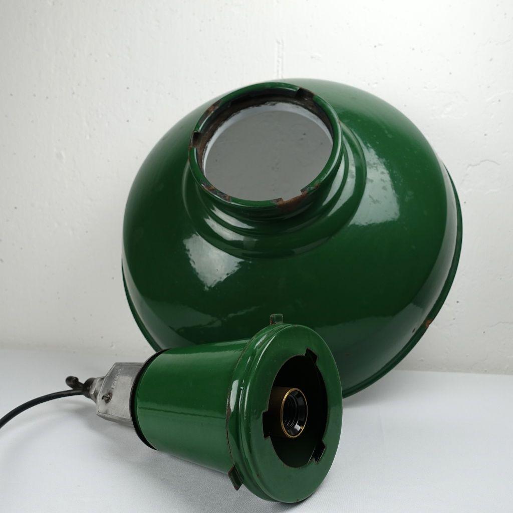 Grand Plafonnier Industriel Emaillé Vert et Blanc en vente sur Pamono