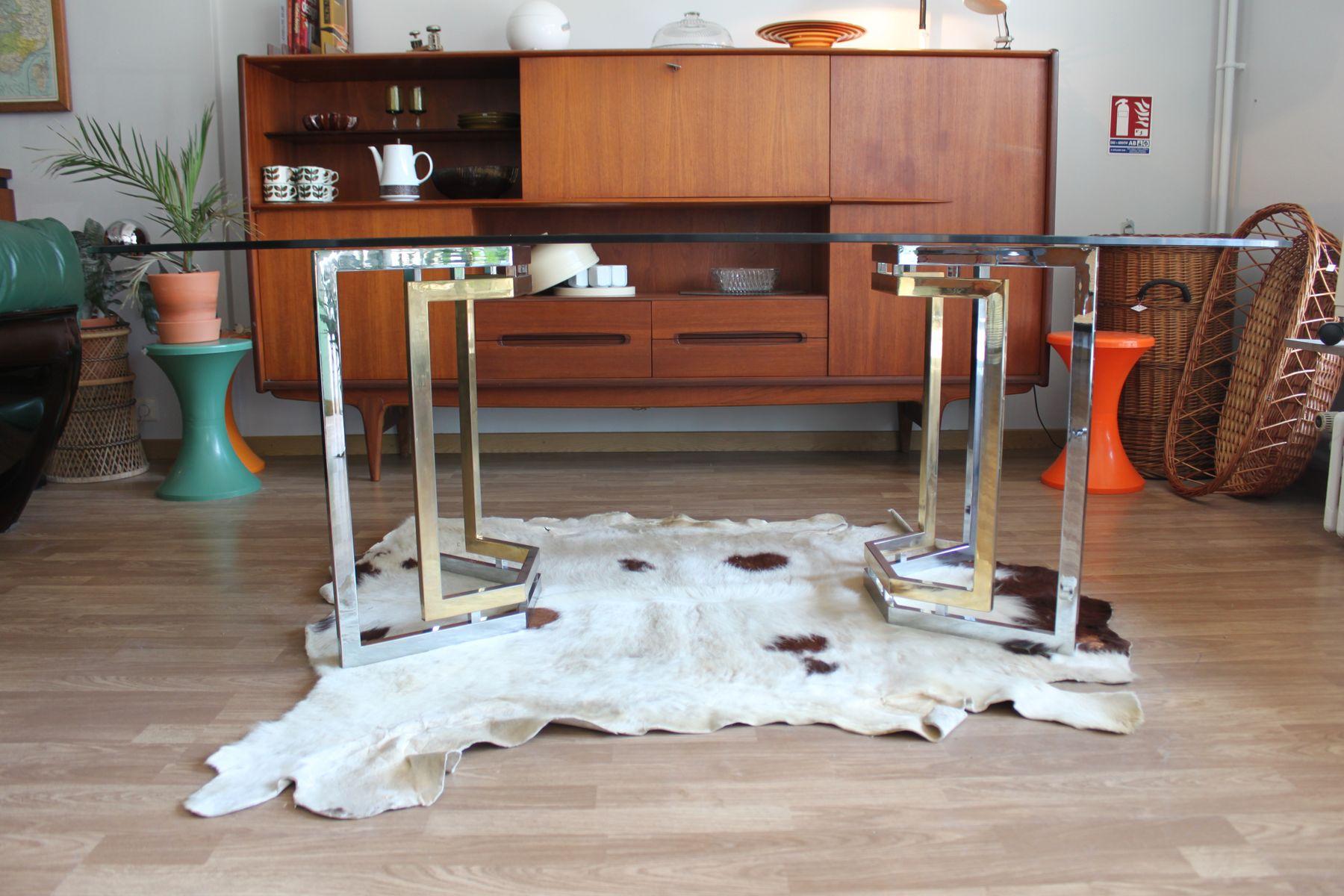 Table de salle manger en verre fum chrome et laiton de for Table de salle a manger la roche bobois