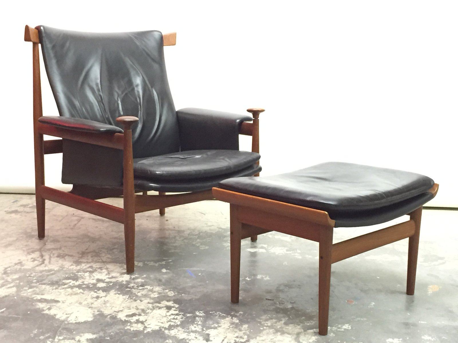 Danish Bwana Chair With Ottoman By Finn Juhl For France U0026 Son, 1960s, Set  Of 2 For Sale At Pamono