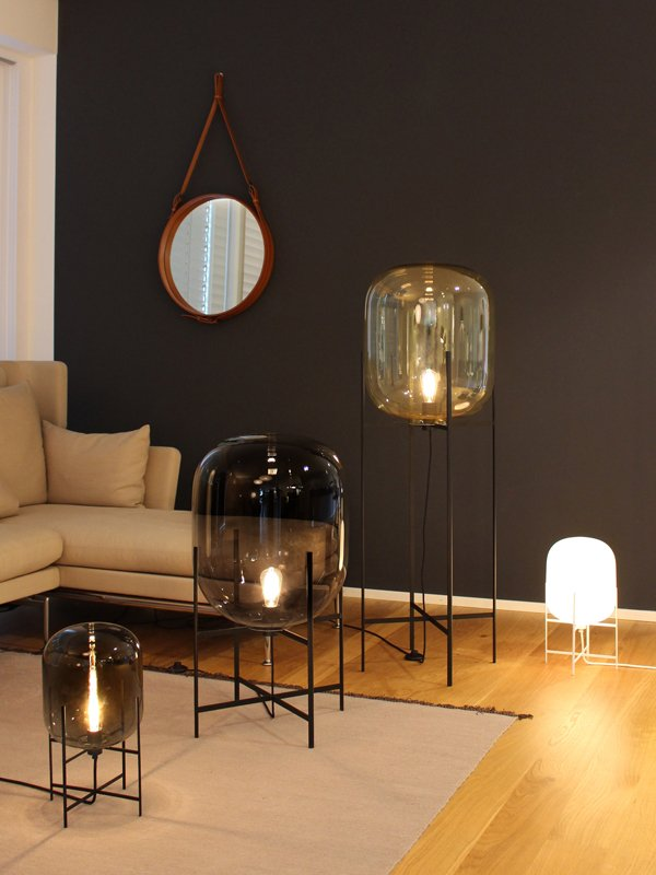 Oda big in amber and black by sebastian herkner for pulpo for Grosse lampe a poser