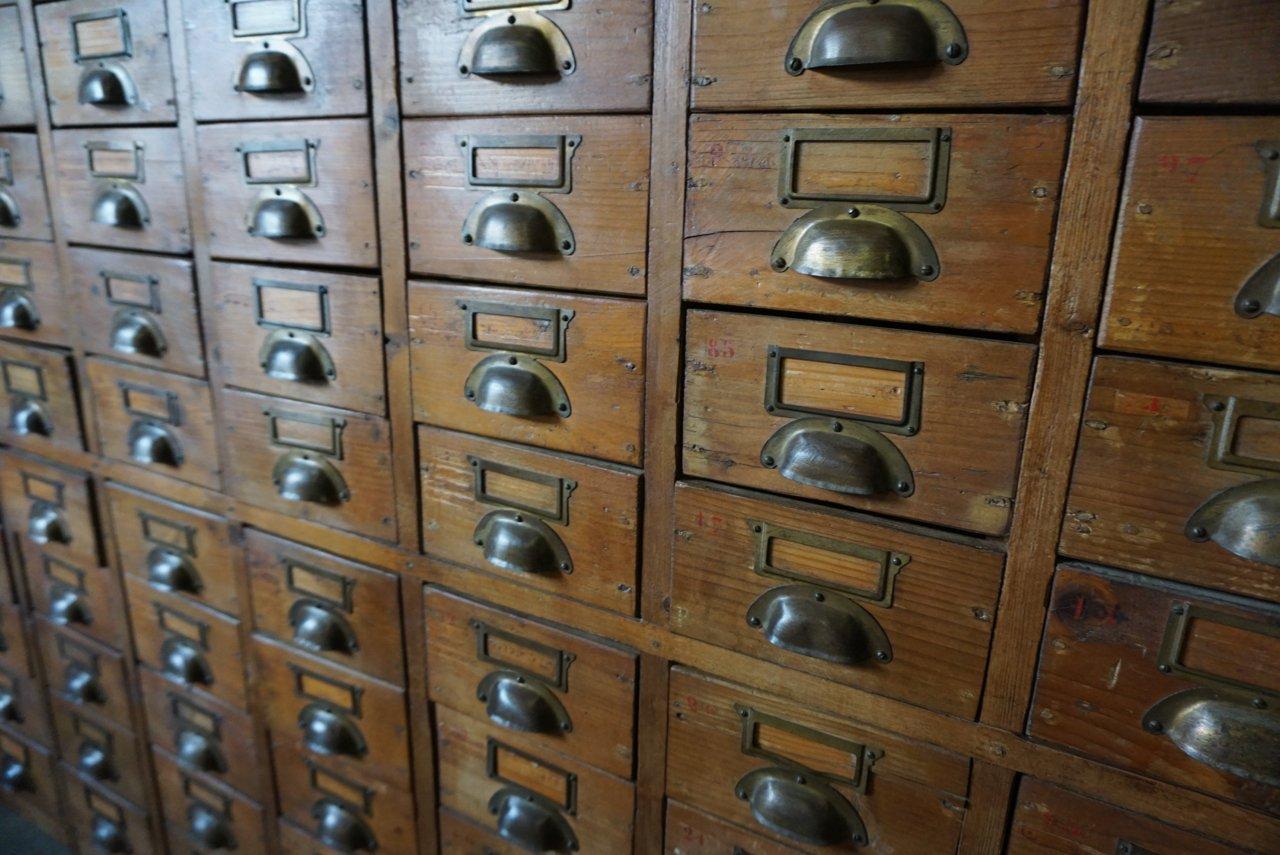 grande armoire d 39 apothicaire vintage en pin france 1930s en vente sur pamono. Black Bedroom Furniture Sets. Home Design Ideas