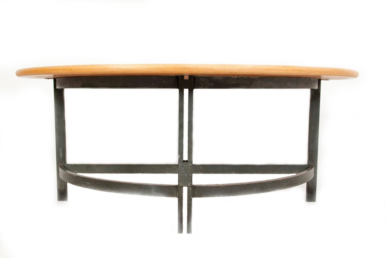 Halbrunder tisch aus korken buchenholz stahl von poul for Halbrunder tisch