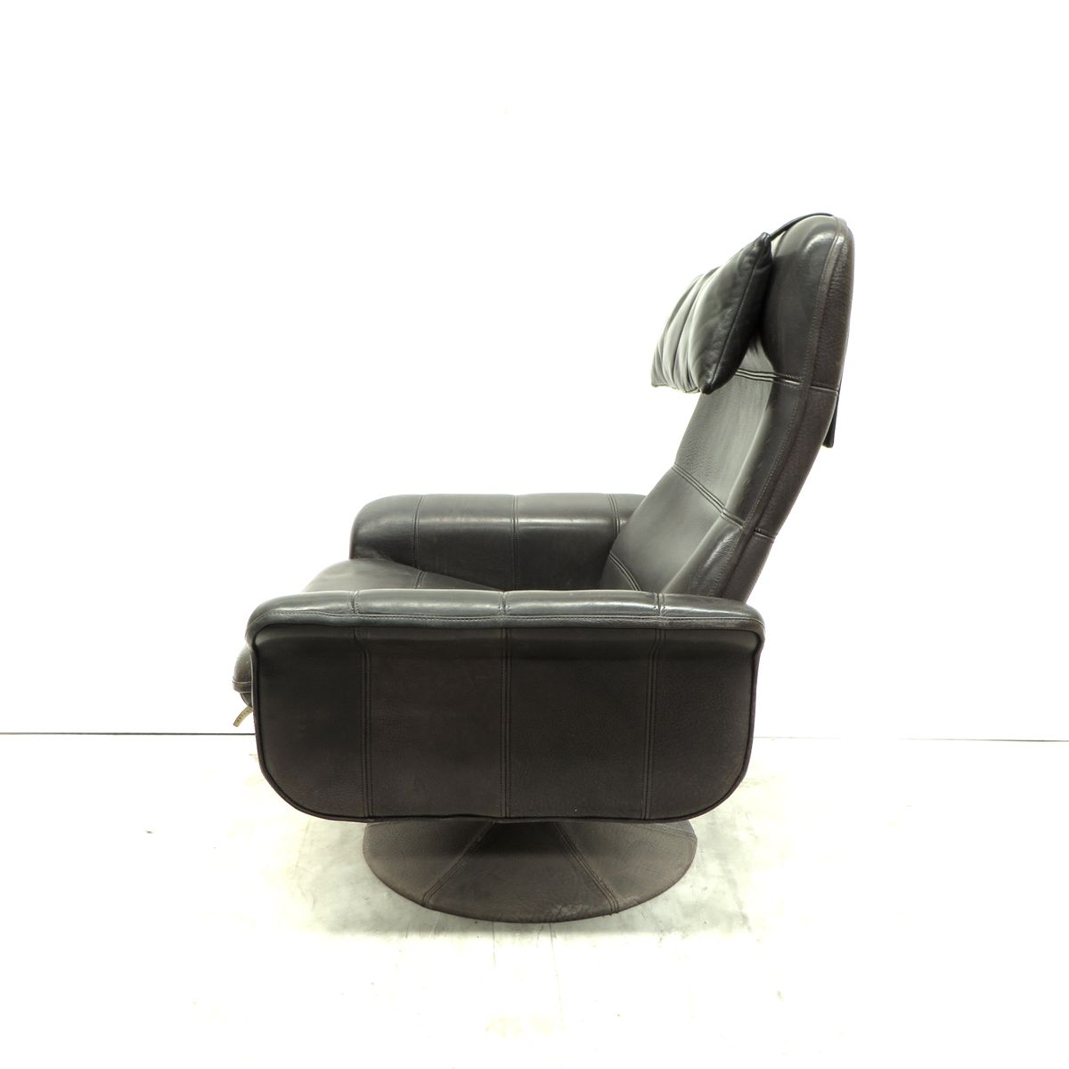 vintage black leather swivel easy chair from de sede for sale at