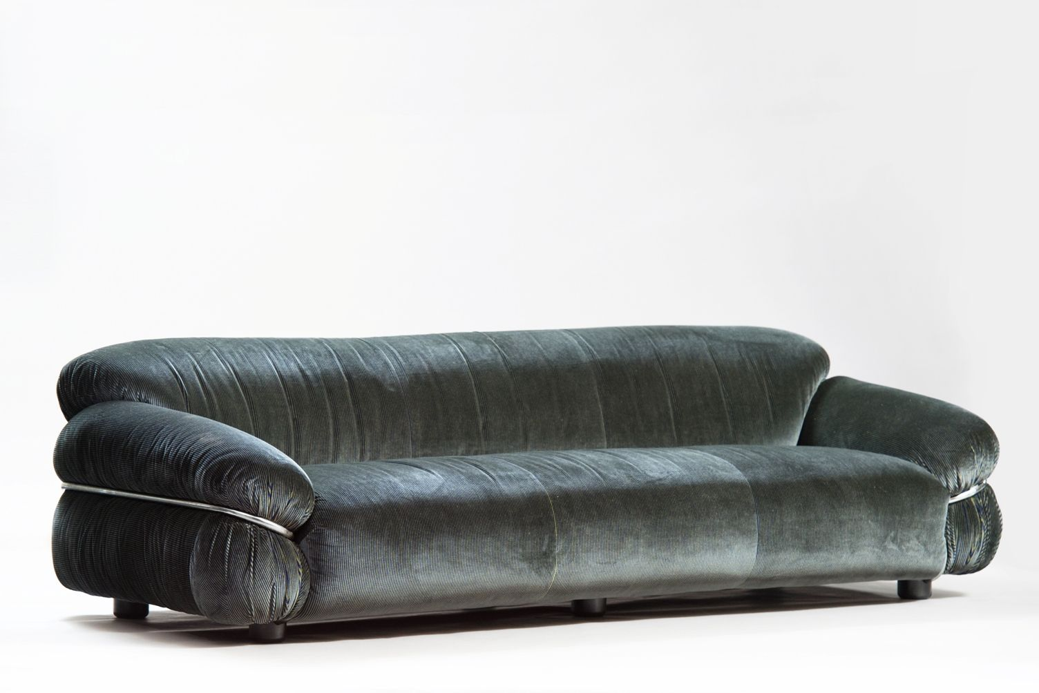 italienisches sesann sofa von gianfranco frattini f r cassina 1970er bei pamono kaufen. Black Bedroom Furniture Sets. Home Design Ideas