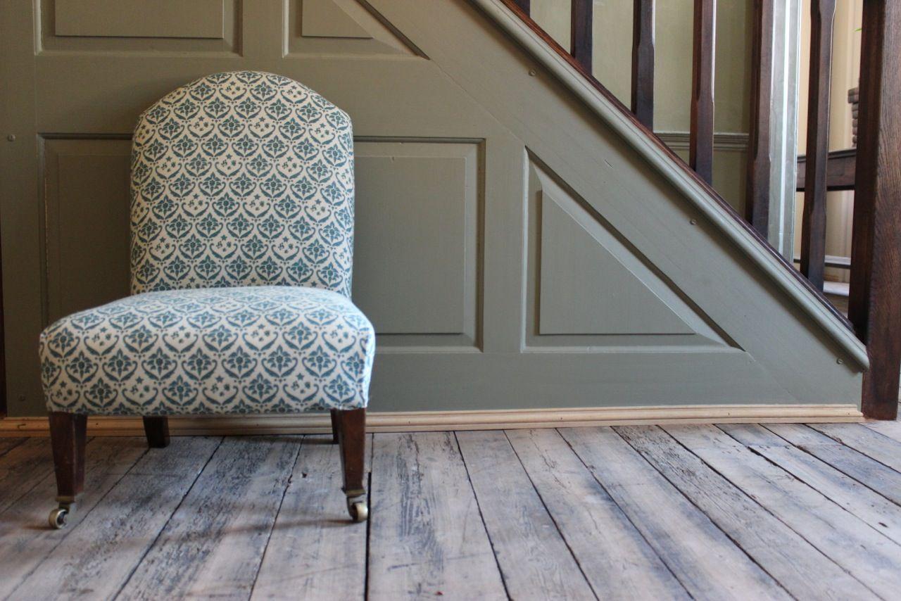 kleine antike englische beistellst hle von howard sons. Black Bedroom Furniture Sets. Home Design Ideas