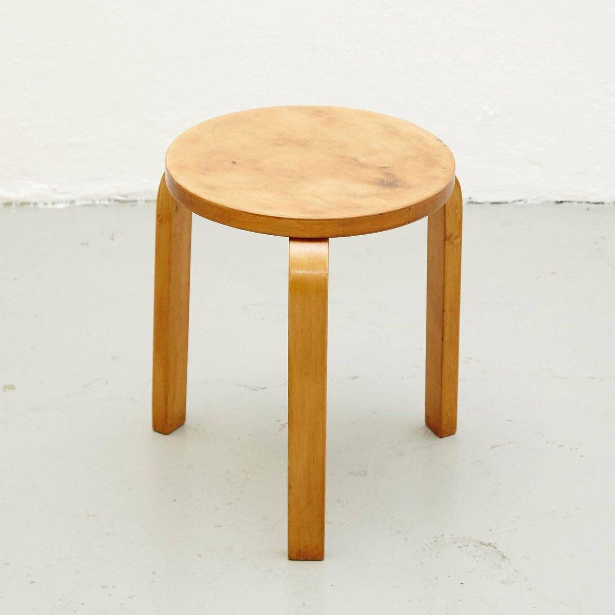 Finnish stool by alvar aalto for artek 1950s for sale at for Alvar aalto chaise