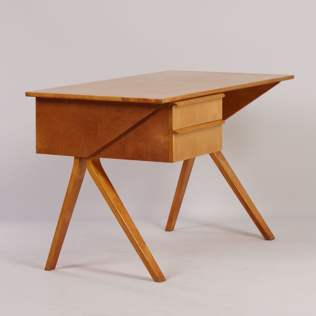 niederl ndischer eb02 birkenholz schreibtisch mit stuhl. Black Bedroom Furniture Sets. Home Design Ideas