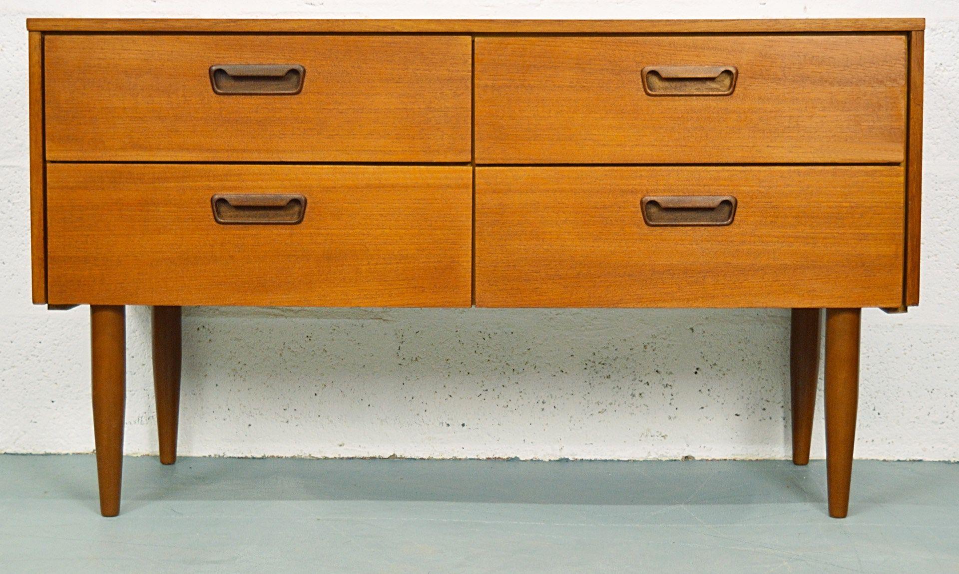 mid century teak kommode mit vier schubladen 1960er bei. Black Bedroom Furniture Sets. Home Design Ideas