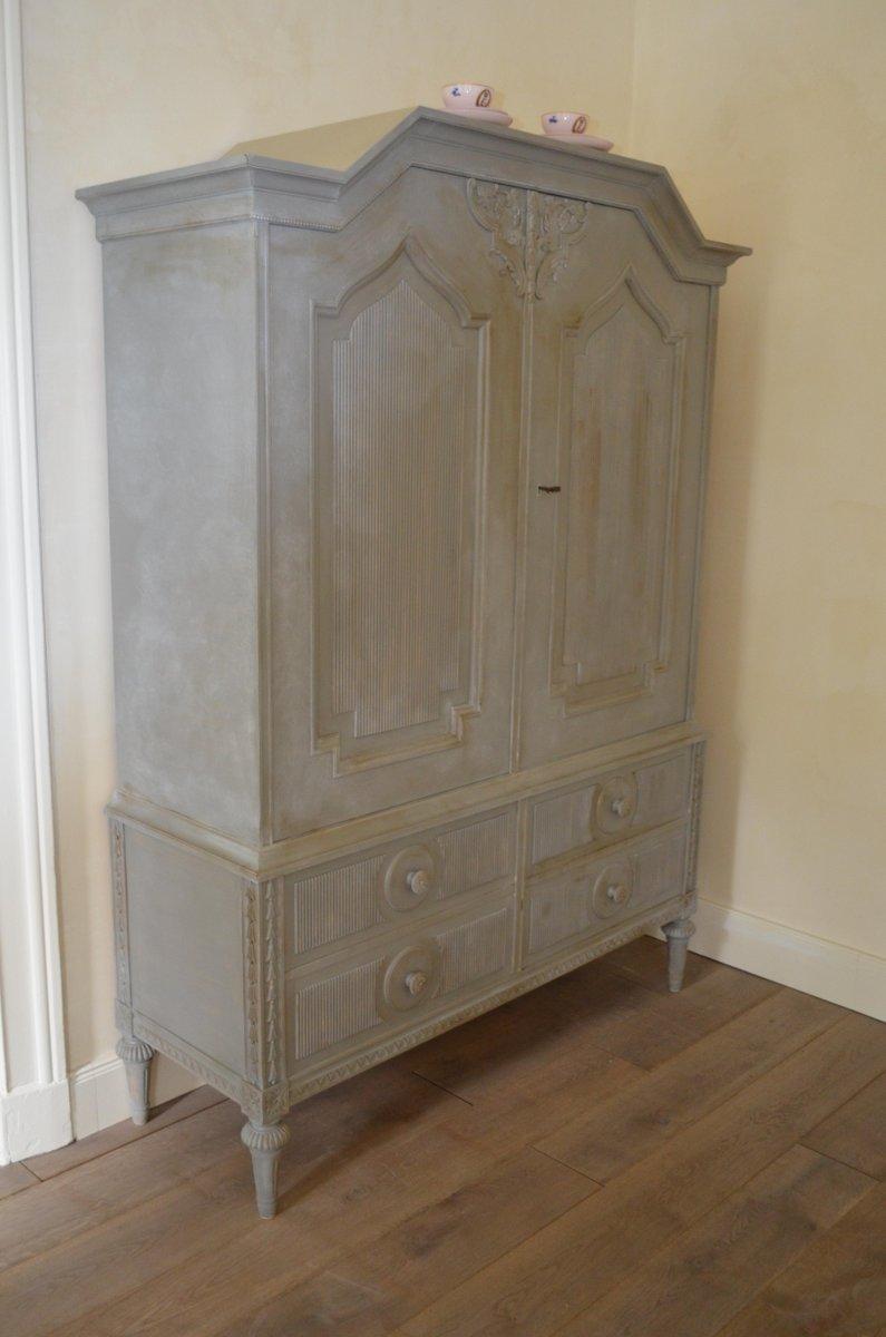 grauer schwedischer schrank im gustavianischen stil bei pamono kaufen. Black Bedroom Furniture Sets. Home Design Ideas