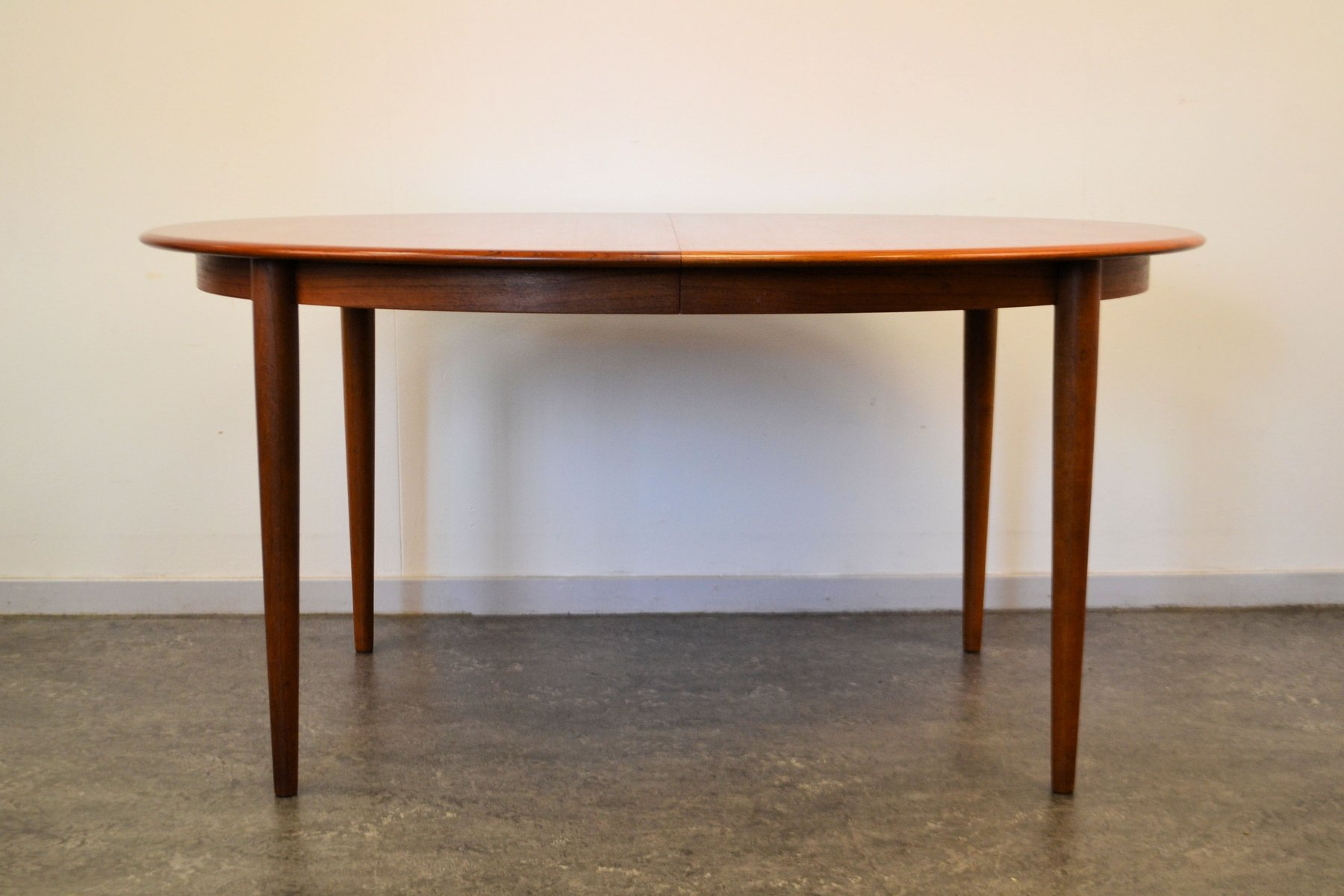 Table de salle manger mid century ovale extensible en for Table de salle a manger 3 metres