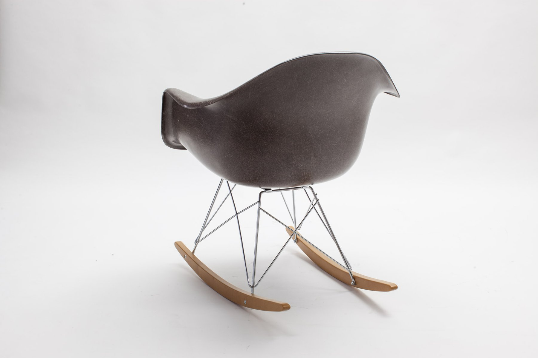 Fiberglass rar rocking chair by charles eames for vitra for Eames replica schaukelstuhl