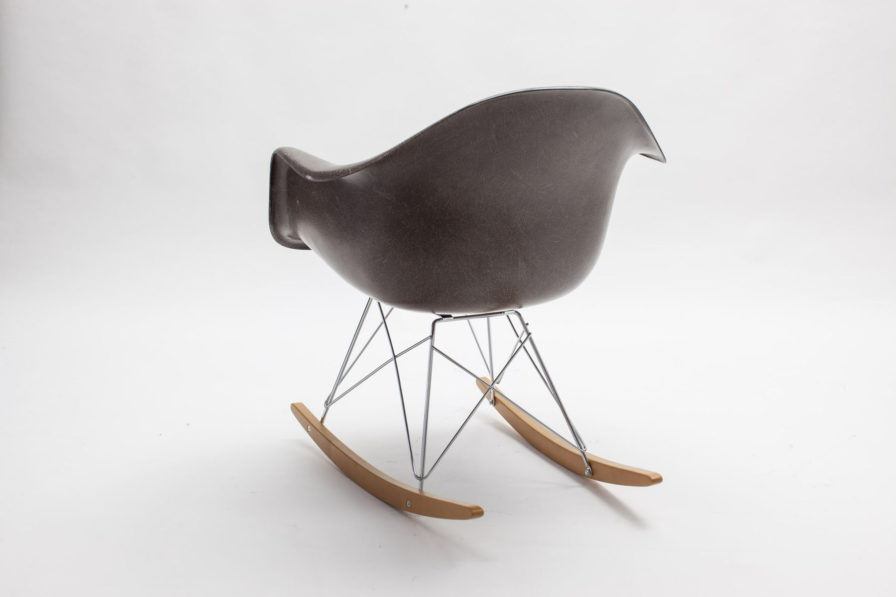 Fiberglass rar rocking chair by charles eames for vitra for Chaise rar eames vitra