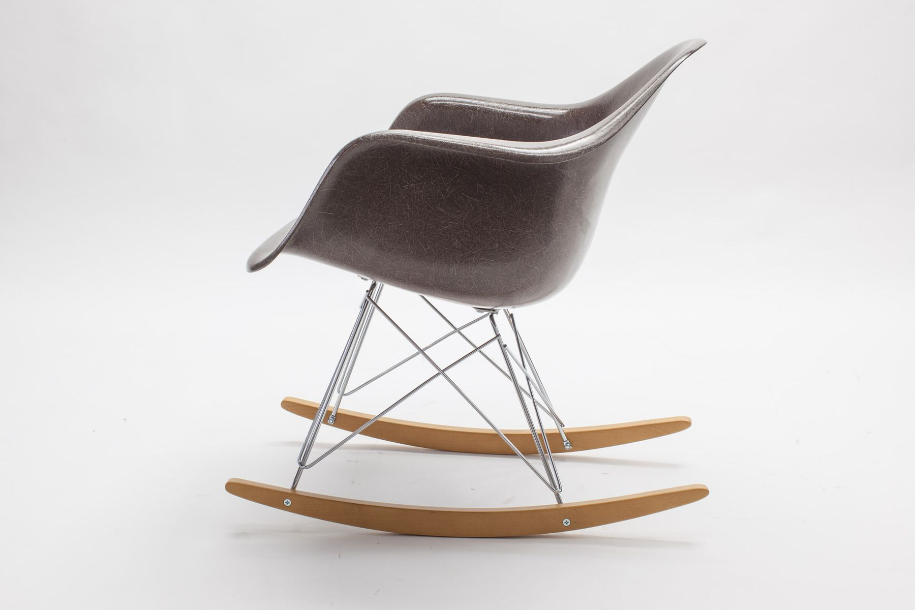 Fiberglass rar rocking chair by charles eames for vitra for Schaukelstuhl sale