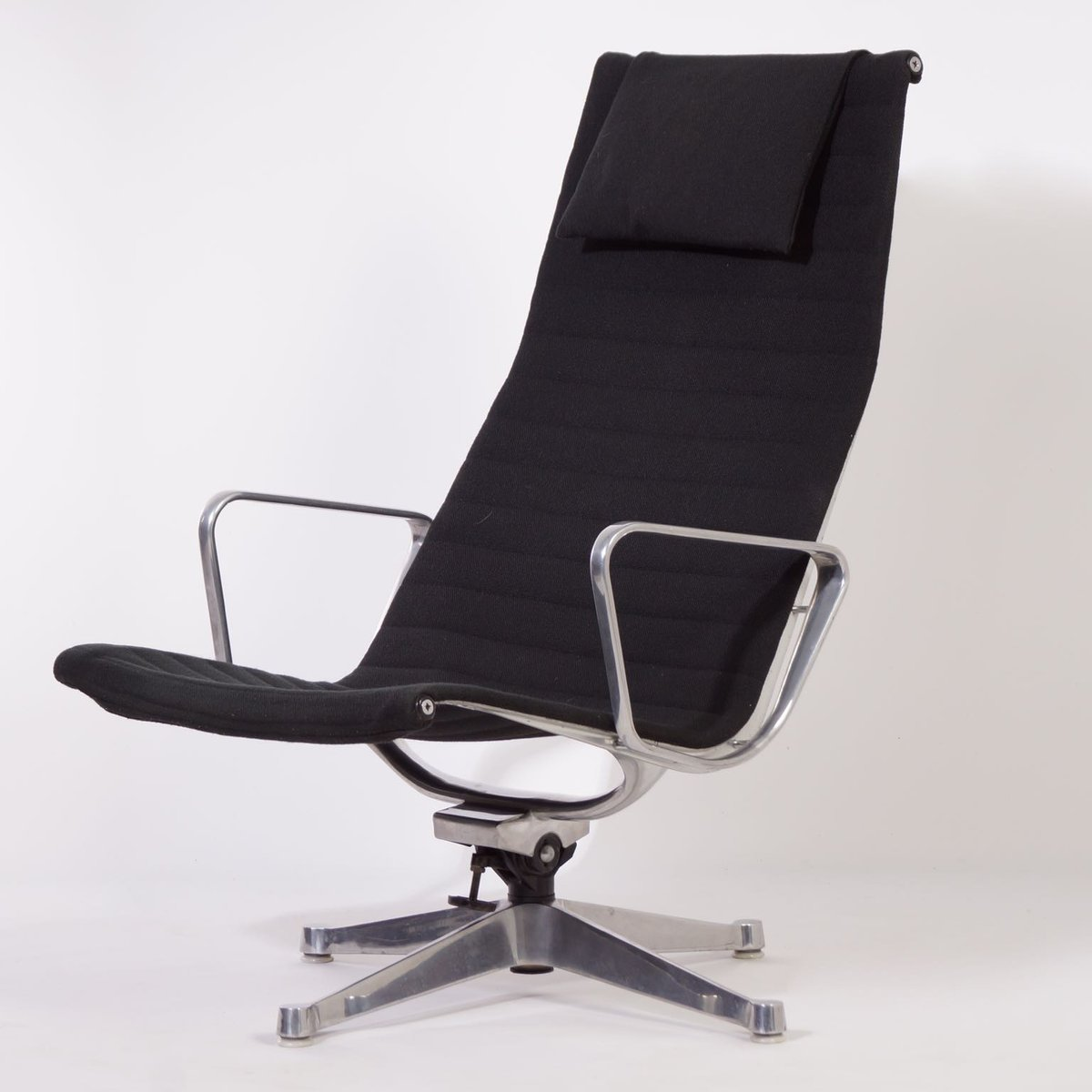 ea124 sessel von charles und ray eames f r herman miller 1958 bei pamono kaufen. Black Bedroom Furniture Sets. Home Design Ideas