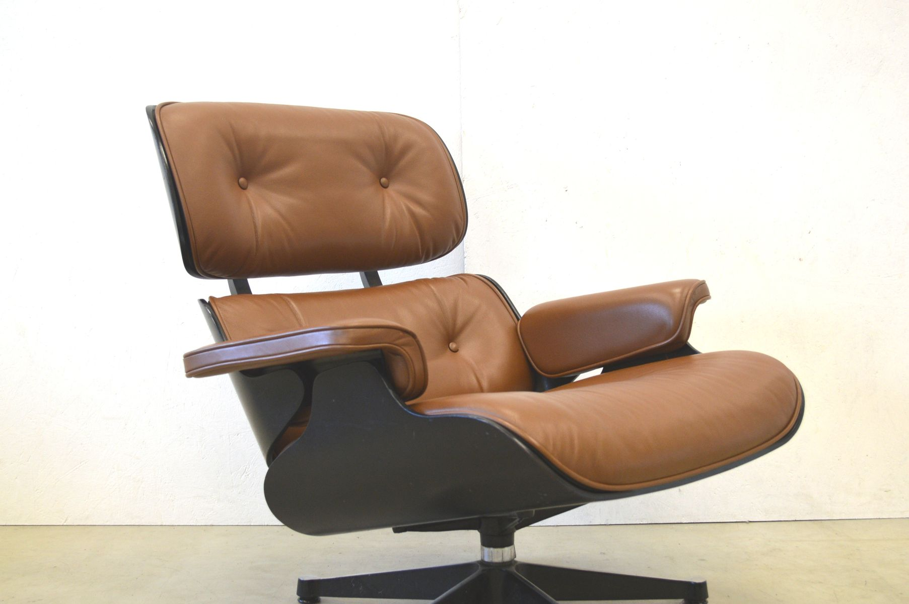 lounge chair by charles ray eames for vitra 1970s for. Black Bedroom Furniture Sets. Home Design Ideas