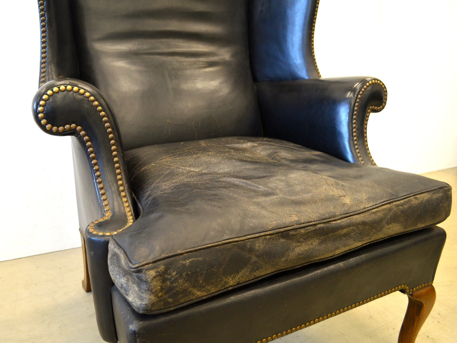 englischer chesterfield sessel mit hoher r ckenlehne 1920er bei. Black Bedroom Furniture Sets. Home Design Ideas