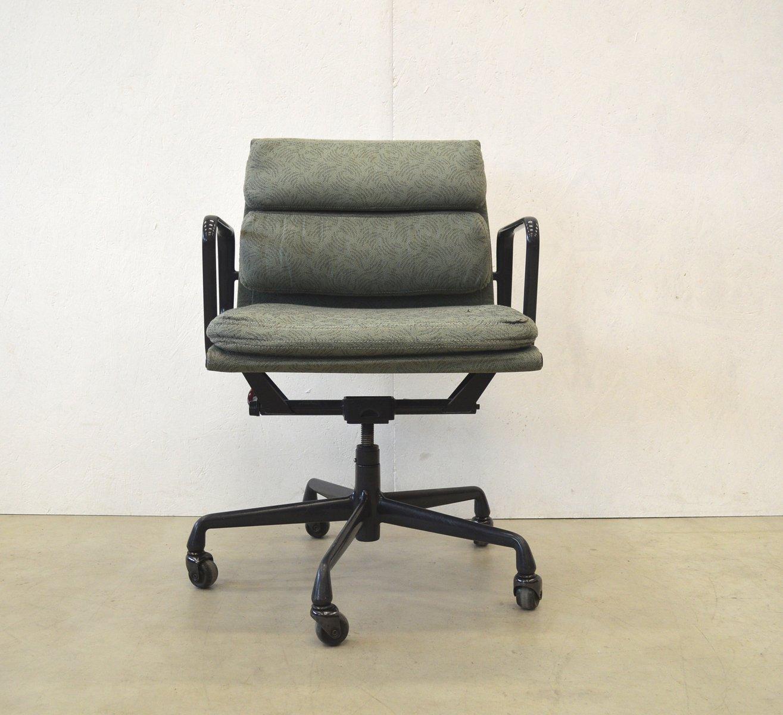 Bürostuhl designklassiker  Amerikanischer EA217 Aluminium Bürostuhl von Charles & Ray Eames ...