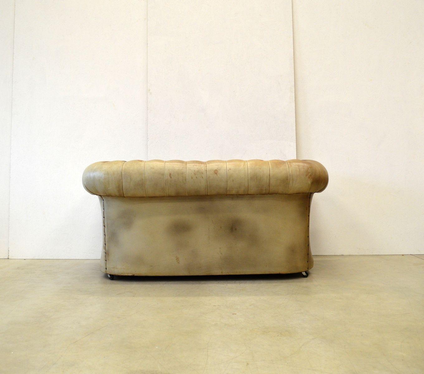 Englisches Vintage Chesterfield Zwei-Sitzer Sofa aus ...