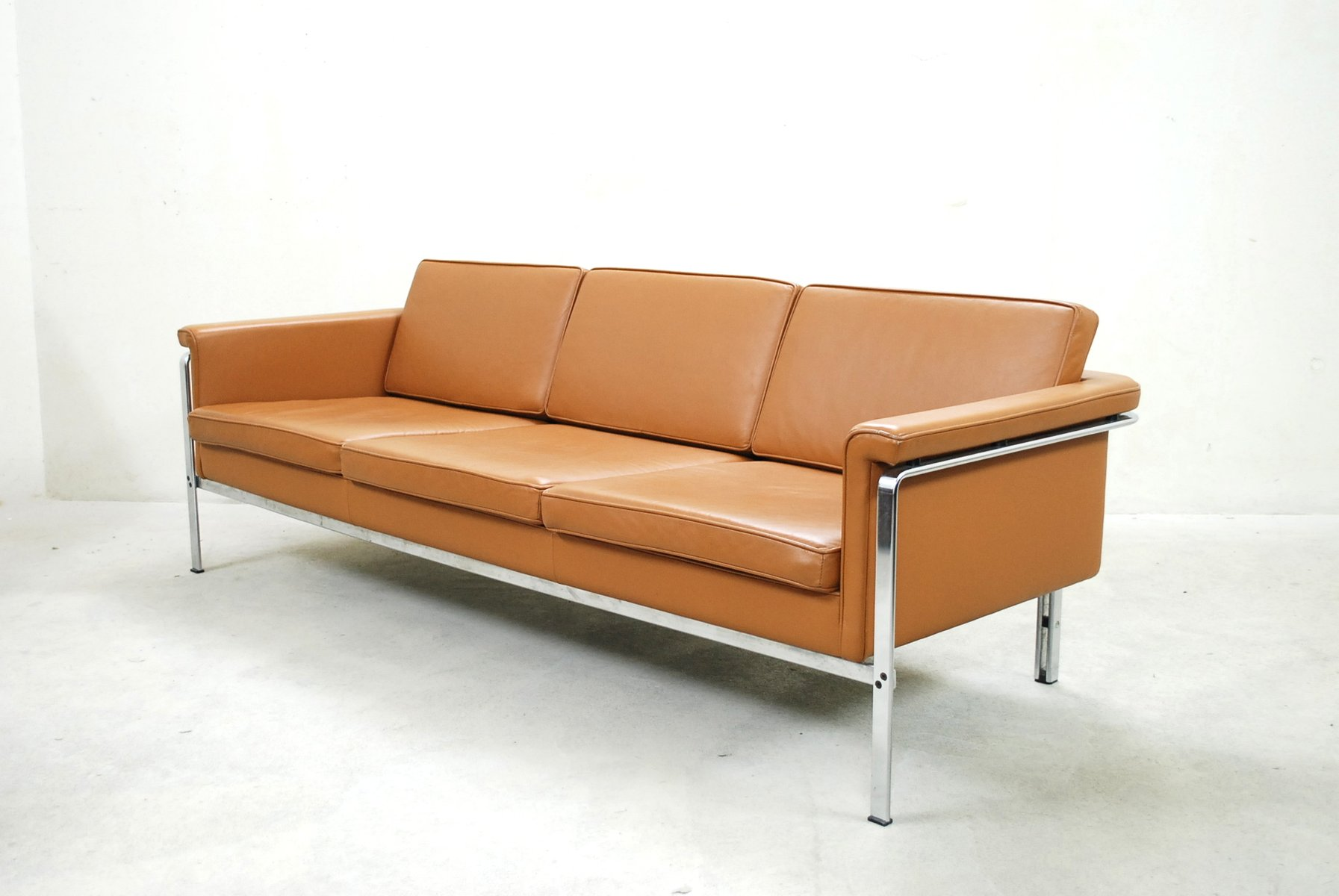 german 6913 cognac leather sofa by horst br ning for kill international 1960s for sale at pamono. Black Bedroom Furniture Sets. Home Design Ideas