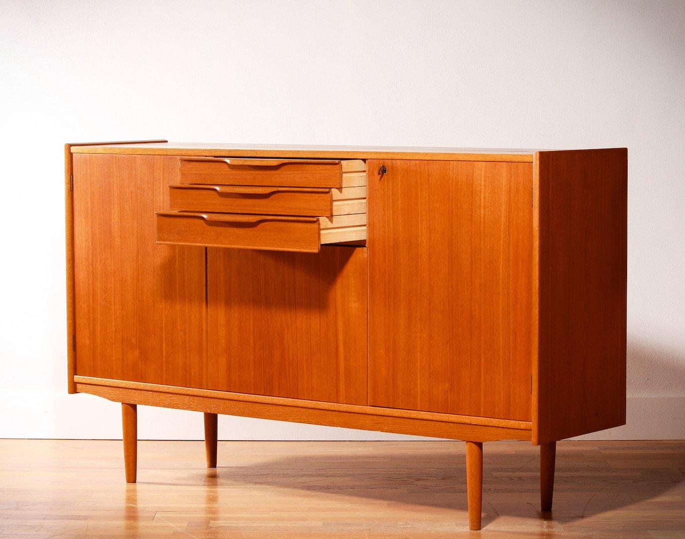 schwedisches teak sideboard mit drei schubladen 1950er. Black Bedroom Furniture Sets. Home Design Ideas