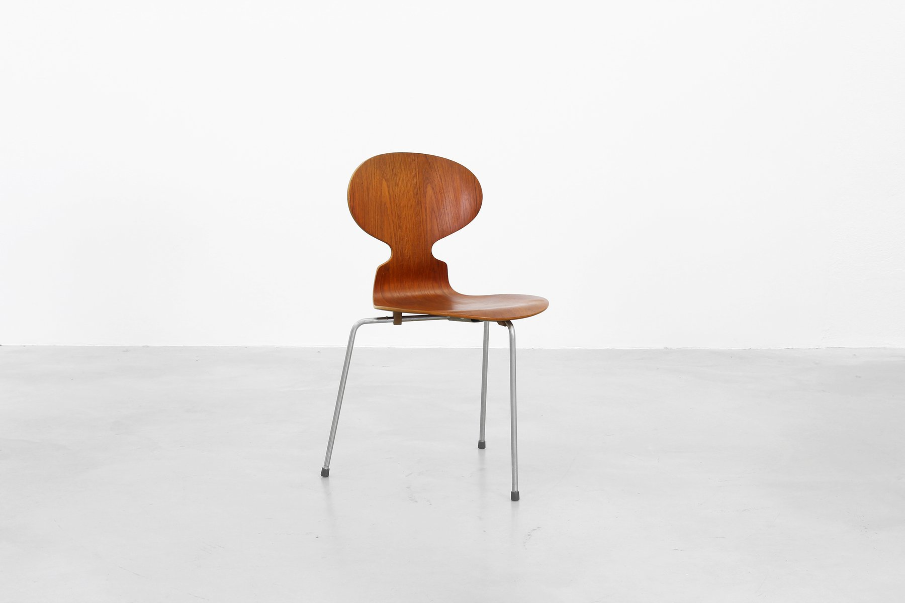 Mid century danish ant chairs by arne jacobsen for fritz for Arne jacobsen nachbau