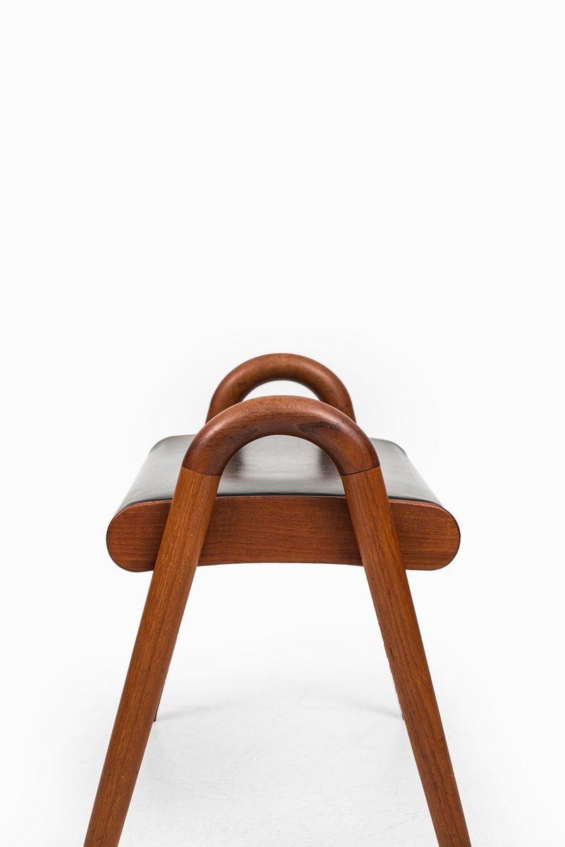 teak skai stool by vilhelm lauritzen for fritz hansen. Black Bedroom Furniture Sets. Home Design Ideas