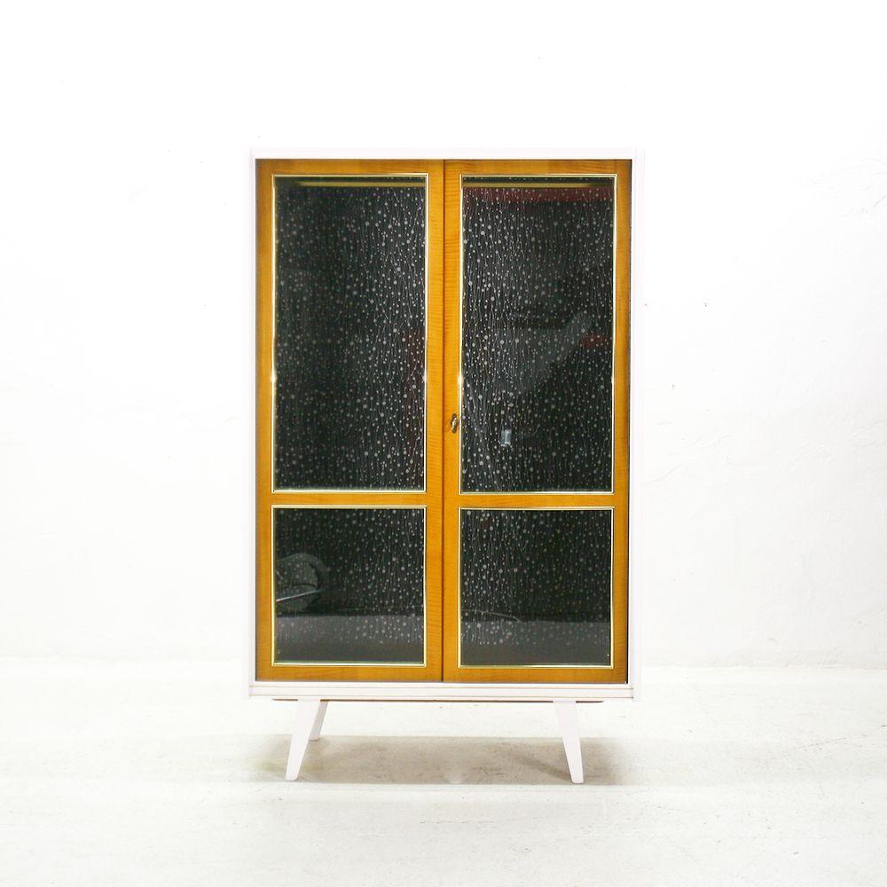 deutscher kleiderschrank mit glast ren 1950er bei pamono. Black Bedroom Furniture Sets. Home Design Ideas