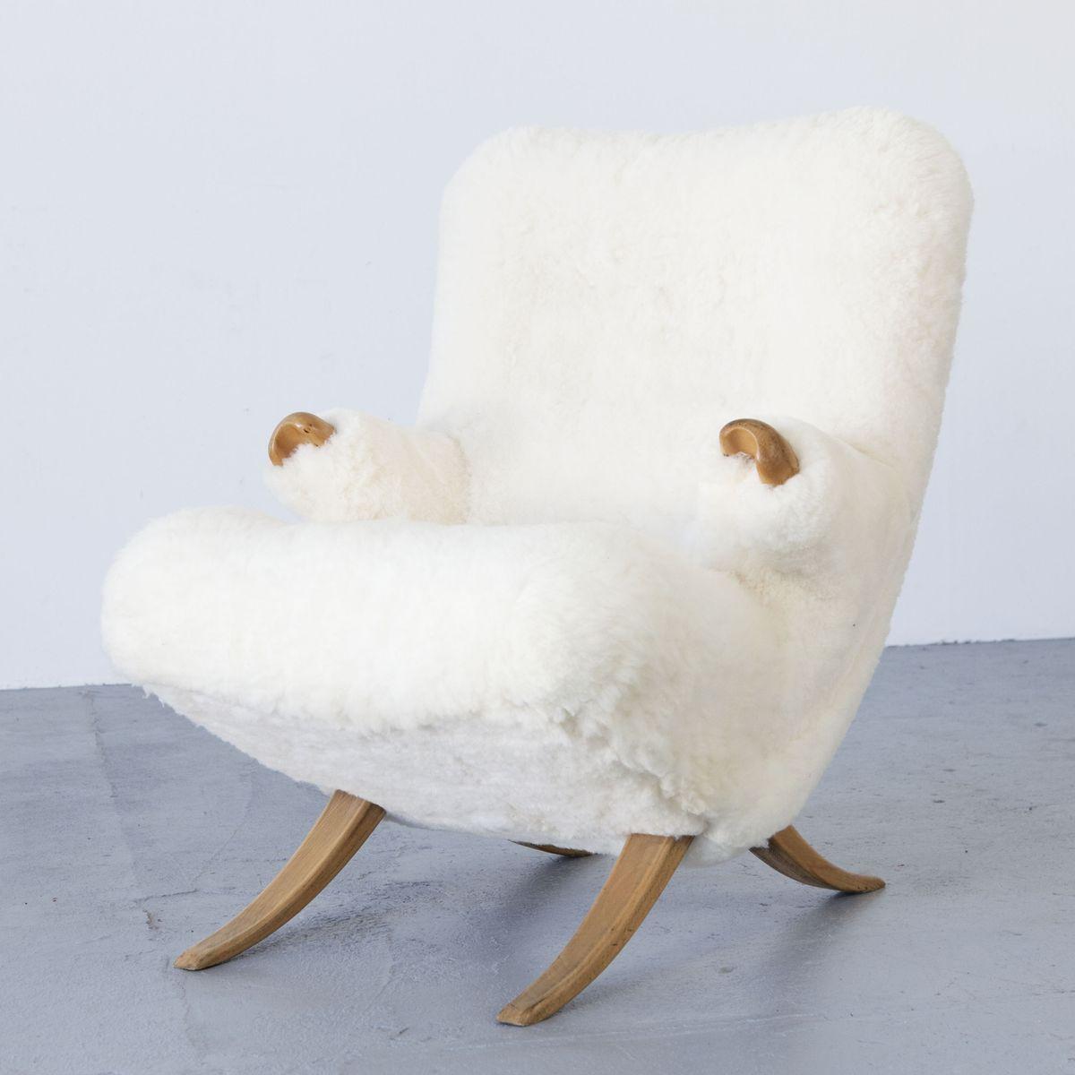 mid century sessel mit schafsfell bei pamono kaufen. Black Bedroom Furniture Sets. Home Design Ideas