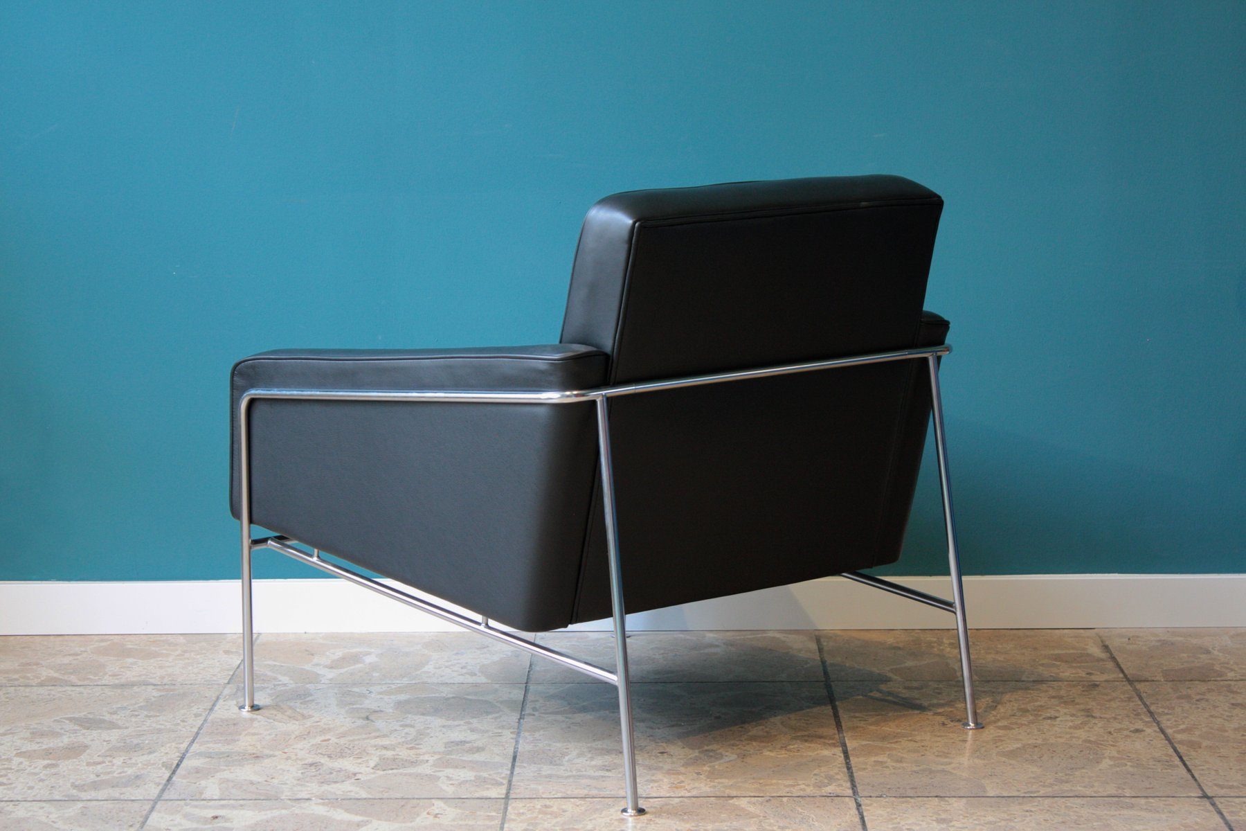 model 3300 lounge chair by arne jacobsen for fritz hansen. Black Bedroom Furniture Sets. Home Design Ideas