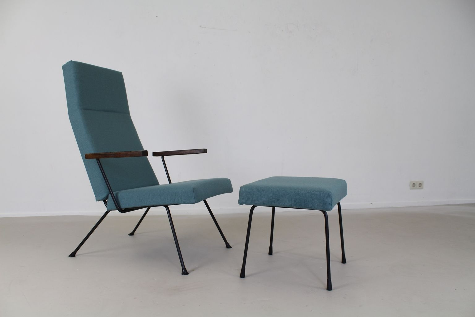Model 1410 Lounge Chair with Ottoman by A Cordemeyer for Gispen 1965 for sa